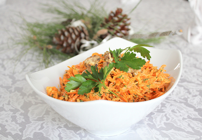 Наиполезнейший салат из моркови с чесноком и орехами