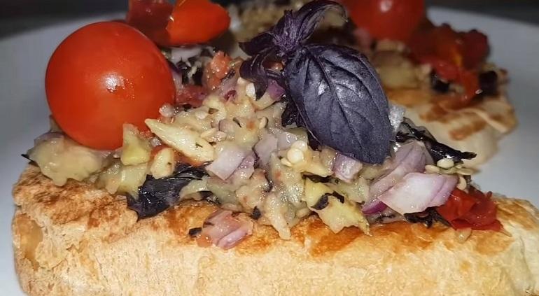 Бутерброды с баклажанами и вялеными томатами: закуска, от которой невозможно оторваться