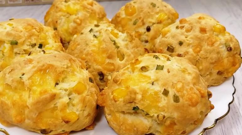 Чудо-булочки с интересной начинкой на завтрак: делаем сразу двойную порцию