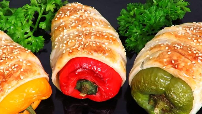 Фаршированный болгарский перец в тесте: такой закуски вы еще не видели