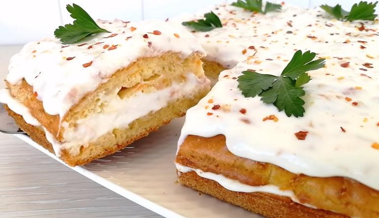 Изумительный чудо-пирог из капусты с сырным соусом: оригинальная закуска