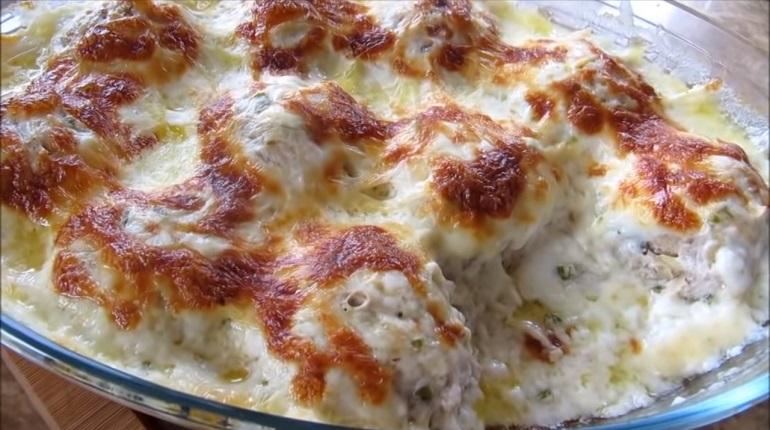 Картофельно-мясные котлеты в сырном соусе: пальчики оближешь
