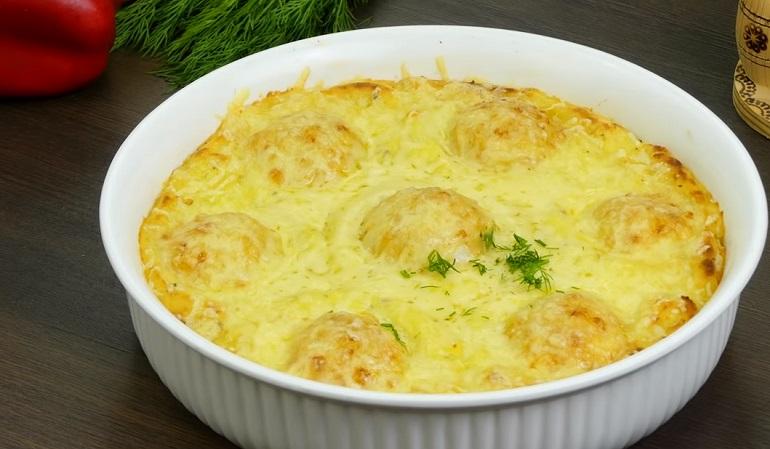 Куриные тефтели в картофельных «гнездышках»: не останется ни кусочка