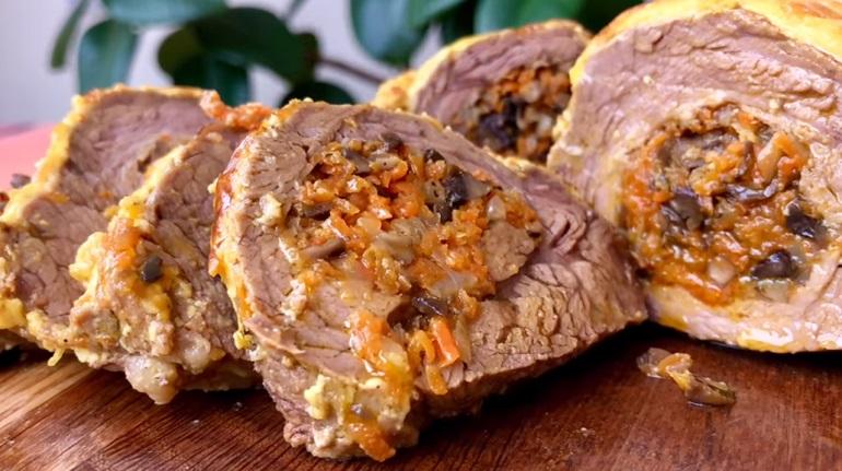 Мясо, фаршированное грибами: обед для настоящих мужчин