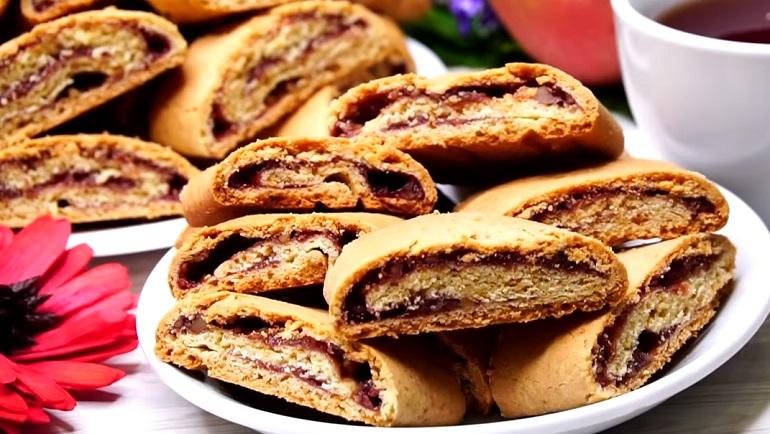 Песочное печенье с вареньем и орехами: выпечка на каждый день
