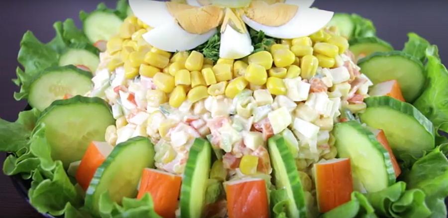 Шикарный новогодний салат с крабовыми палочками