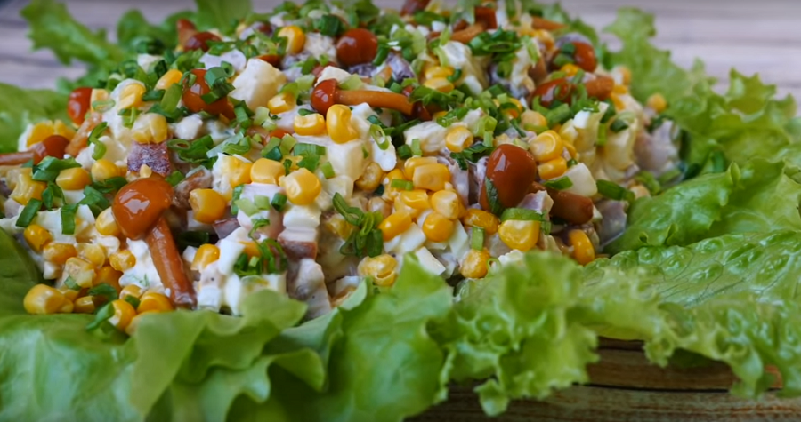 Очень простой и вкусный салат, вы точно приготовите его на Новый год
