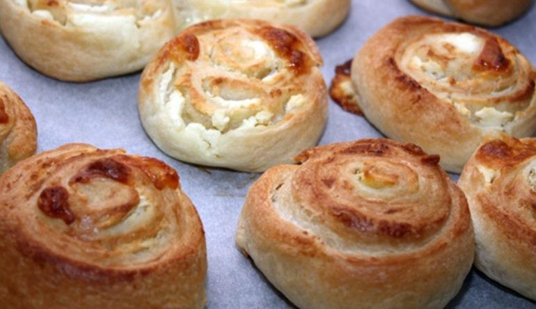 Домашние слоеные булочки: вместо хлеба и к чаю