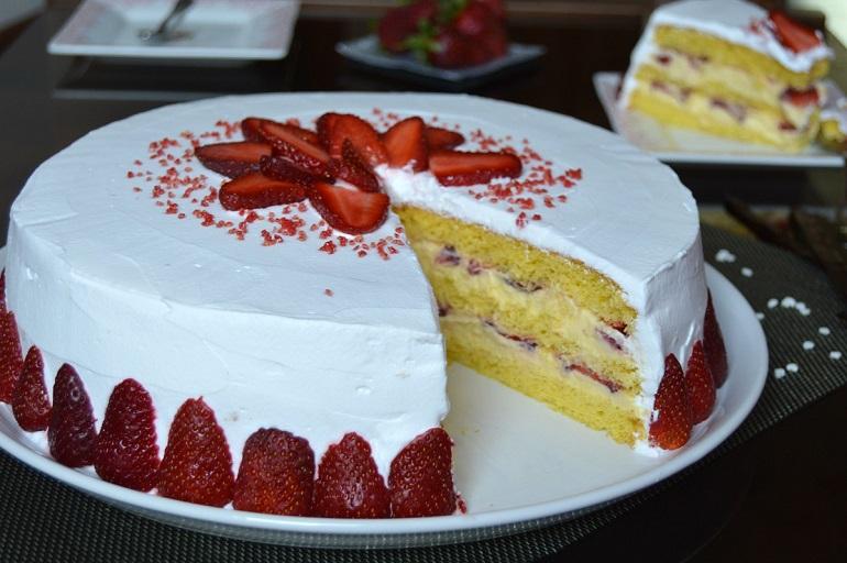 Замечательный клубничный торт «Шкатулка»: изумительный десерт
