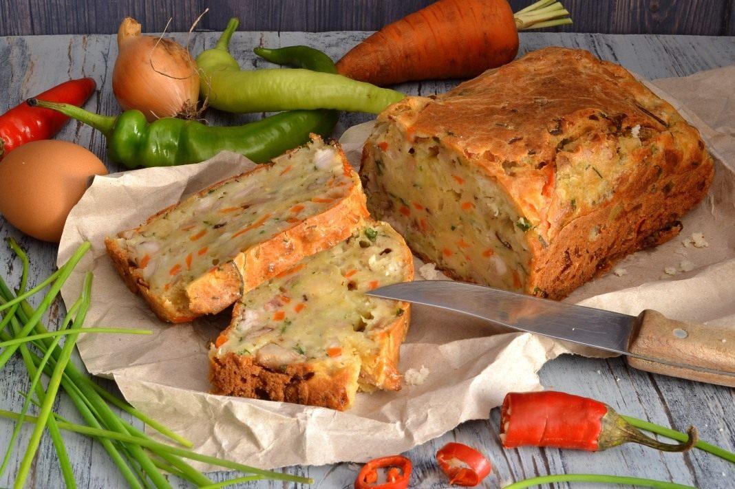 Очень аппетитный грибной пирог с курицей и овощами