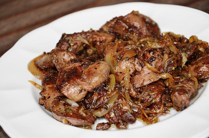 Куриная печень с луком-вкусное блюдо к ужину