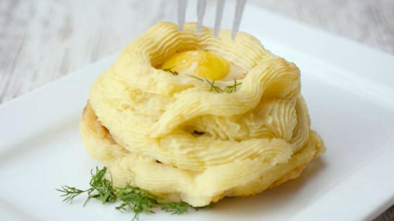 Обалденные картофельные гнезда с котлетами
