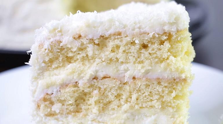 Безумно нежный торт «Рафаэлло»: потрясающий десерт к чаю