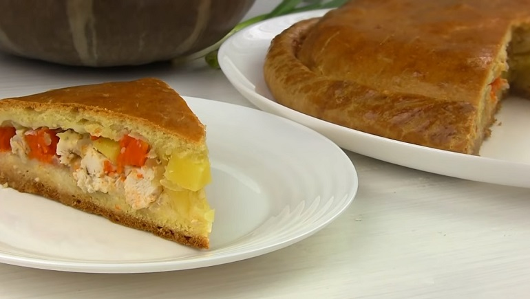 Домашний пирог на кефире с курицей и тыквой: самая осенняя выпечка