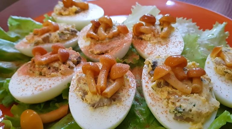 Фаршированные яйца «Грибное лукошко»: если хочется удивить гостей