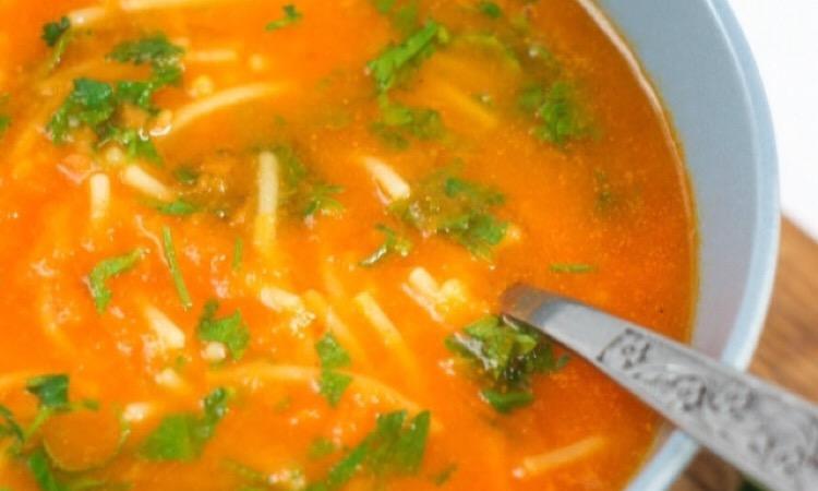 Отменный томатный суп с лапшой