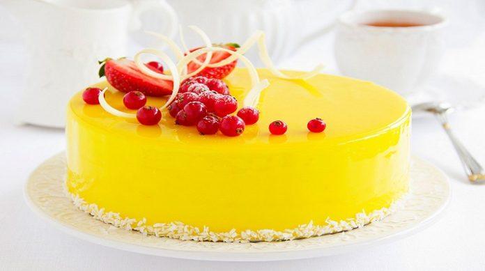 Поразительный лимонно-клубничный торт: украшение любого стола