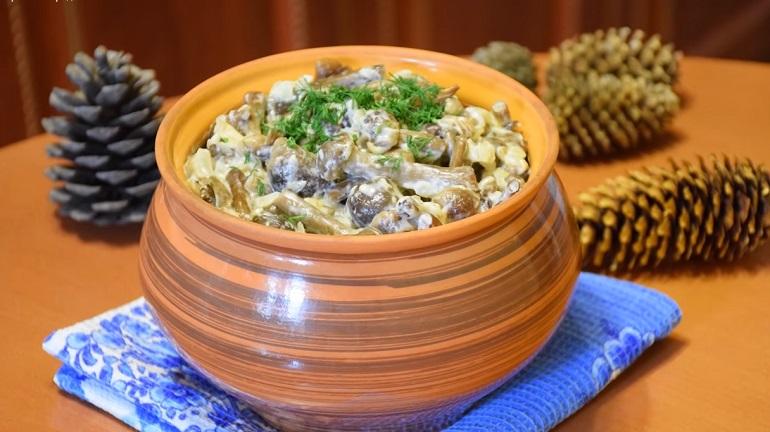 Лесные опята в сметанном соусе: готовим вкуснейшие грибы на ужин
