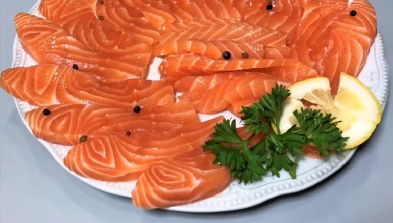 Малосольная красная рыба за 15 минут: экспресс рецепт