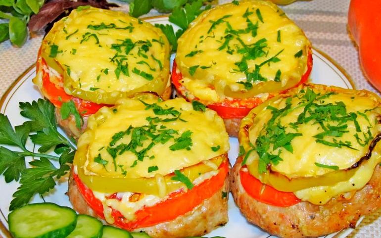 Нетрадиционные котлеты из духовки: с сыром и болгарским перцем
