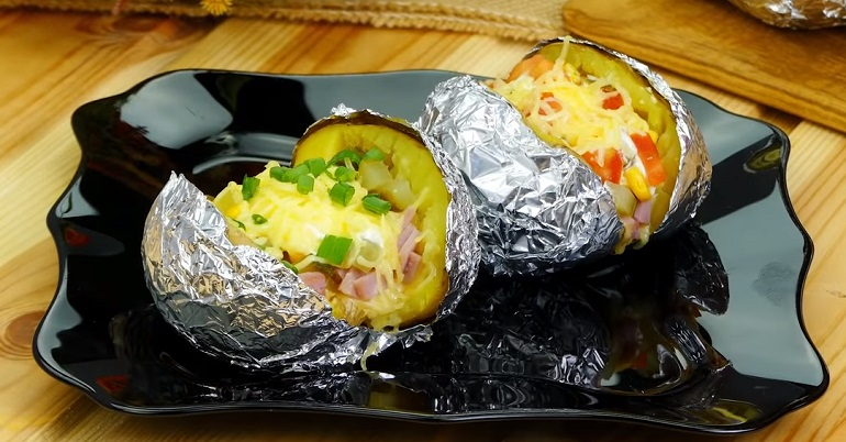 Печеный картофель с начинкой: простой, вкусный и очень сытный