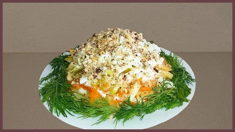 Самый вкусный и легкий салат «Горка» с луком и морковкой