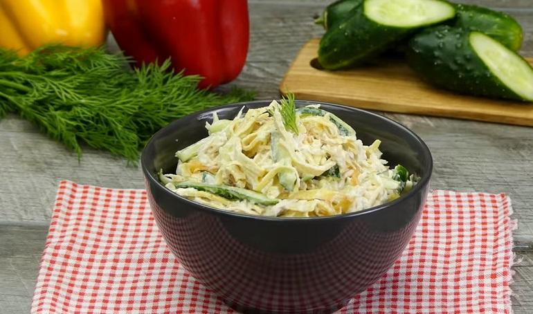 Салат с лапшой из яичных блинчиков и свежими огурцами: настоящее искушение