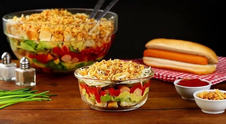 Салат «Хот-дог»: когда думаешь о здоровом питании, но хочется фастфуда...