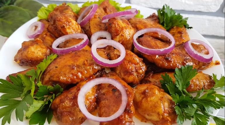 Самые сочные куриные крылышки в соусе: семья будет довольна