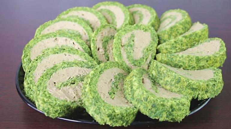 Самый красивый зеленый рулет: интересная закуска для праздничного стола