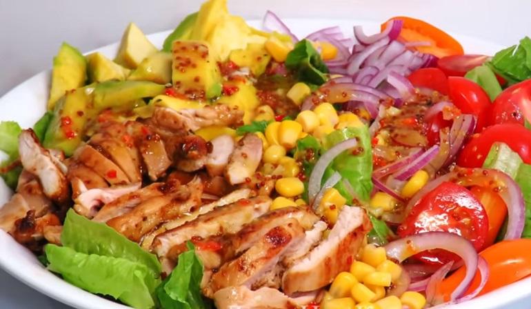 Шикарный салат с курицей: с медово-горчичной заправкой (маринадом)