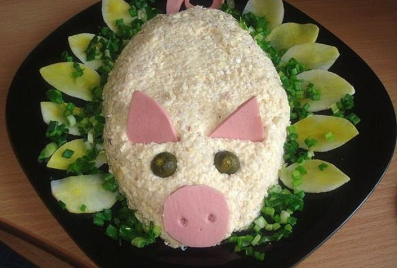 """Превосходный салат на новый год """"Свинка"""""""