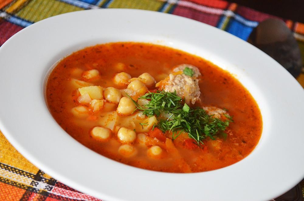 Невероятно вкусный томатный суп с хрустящим нутом
