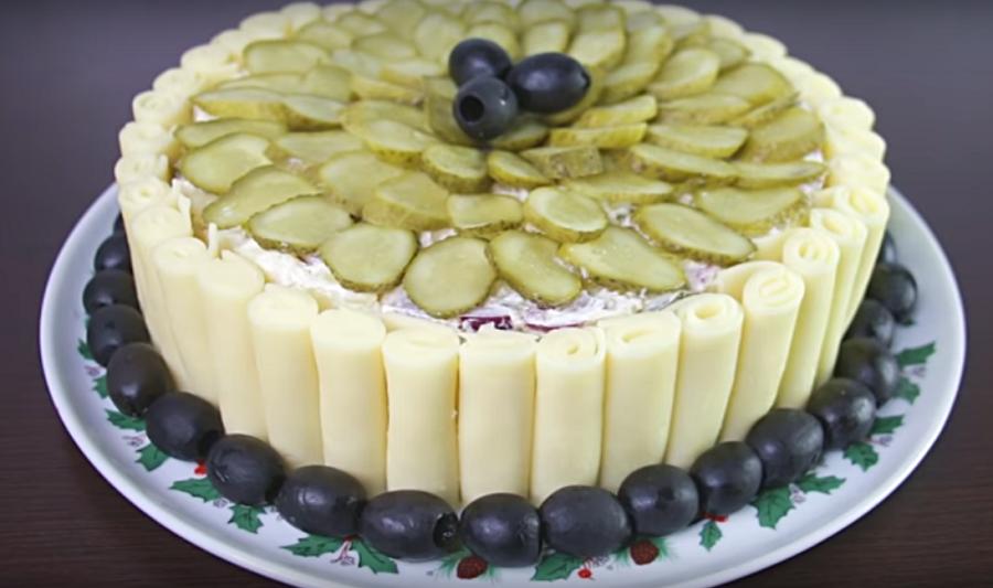 """Новогодний салат """"Сюрприз""""-все будут просить добавки"""