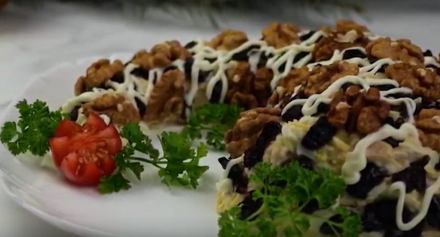 """Салат """"Рог изобилия""""-идеальное блюдо к новогоднему столу"""