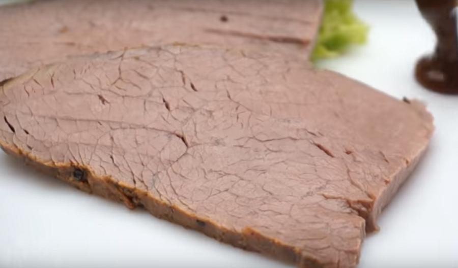 Невероятно нежное запеченное мясо в духовке