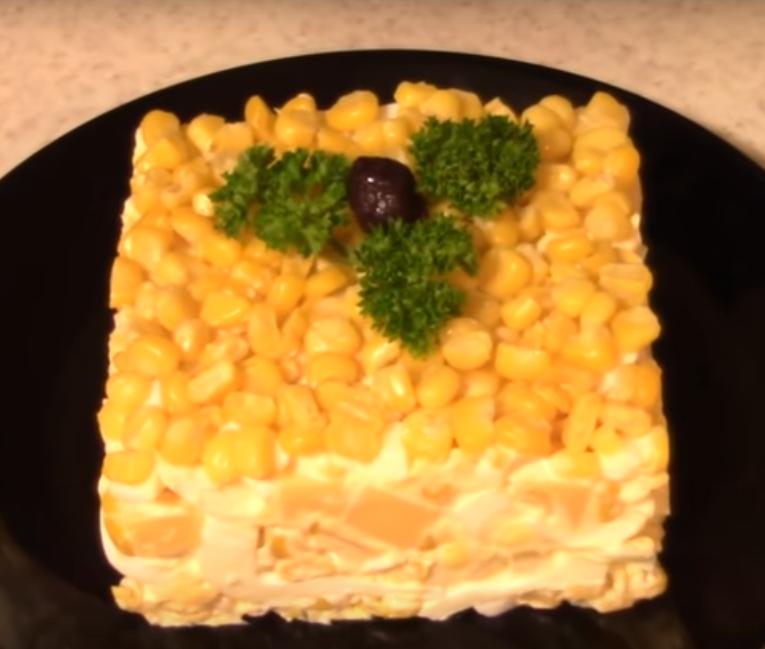 Вкусный салат на скорую руку из трех ингредиентов