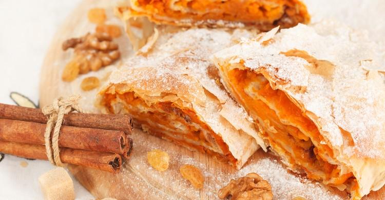 Самый осенний десерт-штрудель с творогом и тыквой