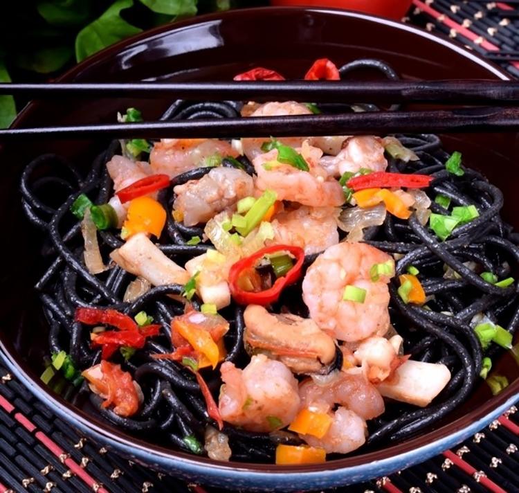 Обалденные черные спагетти с морепродуктами