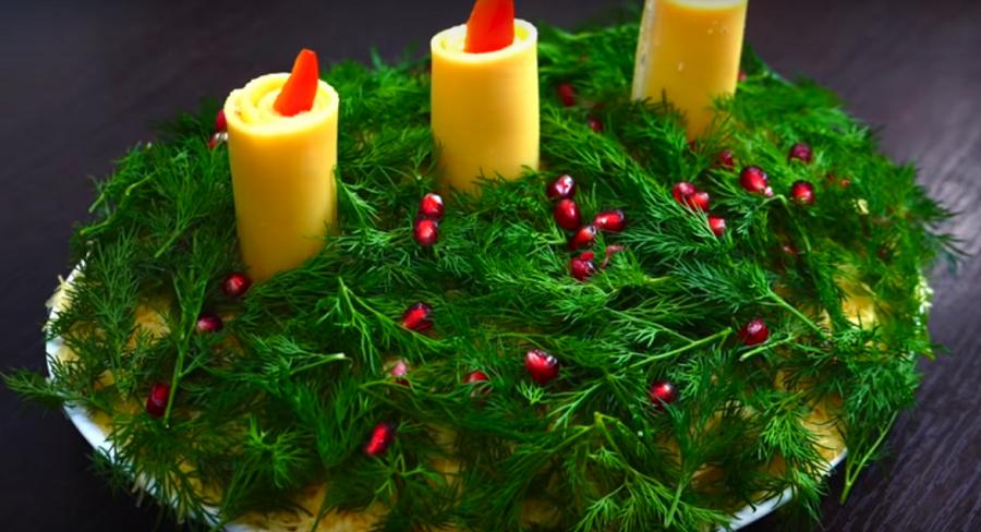 """Салат """"Свеча на ветру"""" станет украшением на новогоднем столе"""