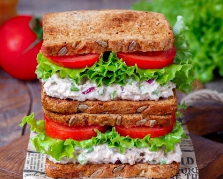 Вкуснейшие бутерброды с тунцом и сельдереем