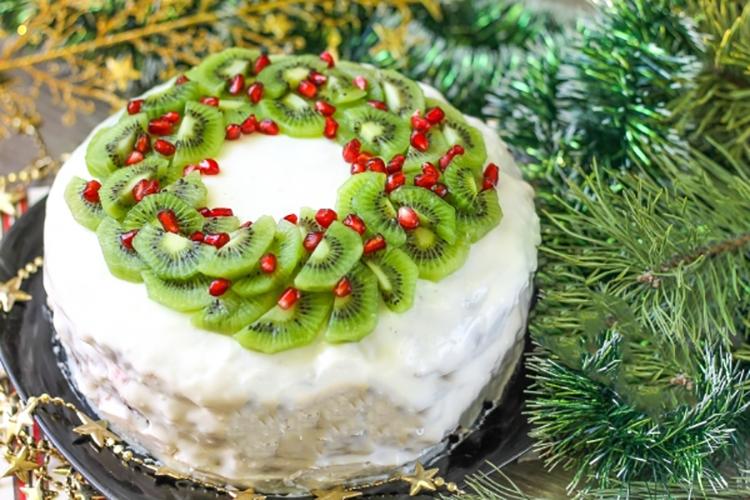 Готовим в мультиварке: вкусный шоколадный рождественский торт со сметанным кремом