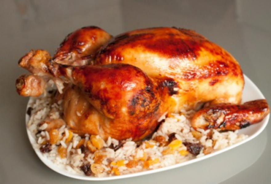Курица, запеченная в духовке с хрустящей корочкой и вкусной начинкой