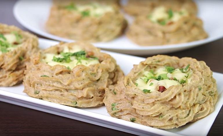 Картофельные гнезда с начинкой из сыра и бекона: и вкусно, и красиво