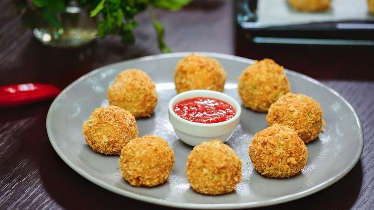 Очень вкусные шарики из картофельного пюре с ветчиной и сыром