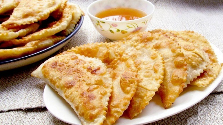 Сочные чебуреки: тесто на картофельном крахмале