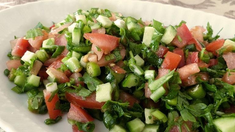 Традиционный турецкий салат: из простых ингредиентов