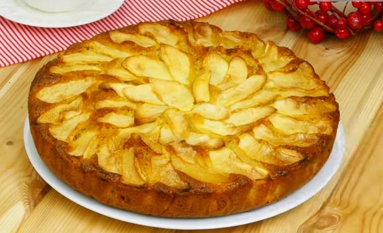 Пышный яблочный кекс: ароматная выпечка к чаю