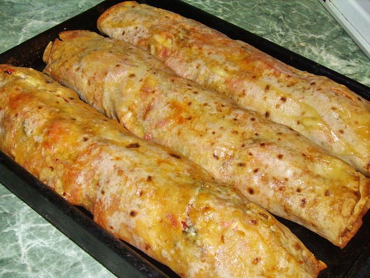 рулет из лаваша в духовке с мясом рецепт с фото