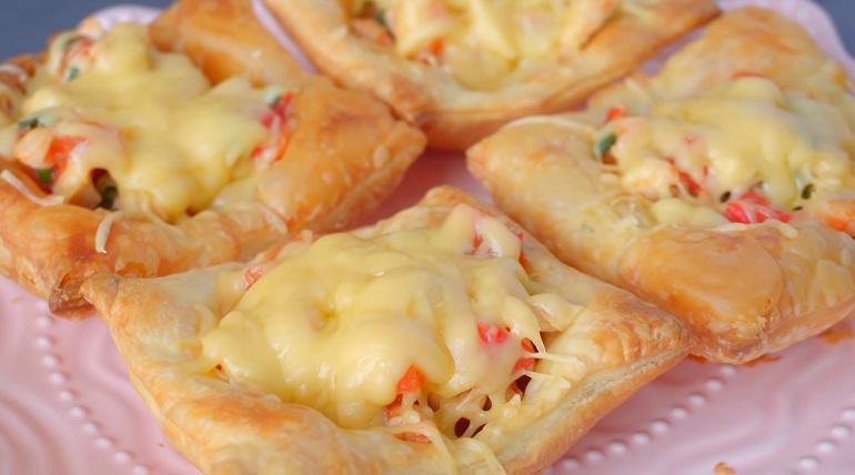Слоеные корзинки с куриным филе: супер быстрый перекус или закуска!